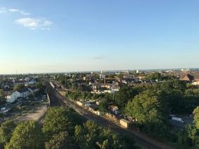 Blick auf den Bahnhof von Nippes von der großen Dachterrasse des Bordells